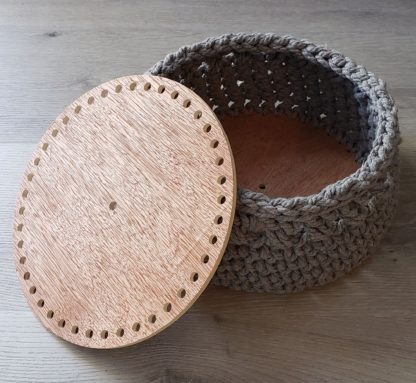 Wooden basket bottom for crochet